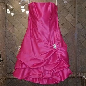 Cache, Prom Dress